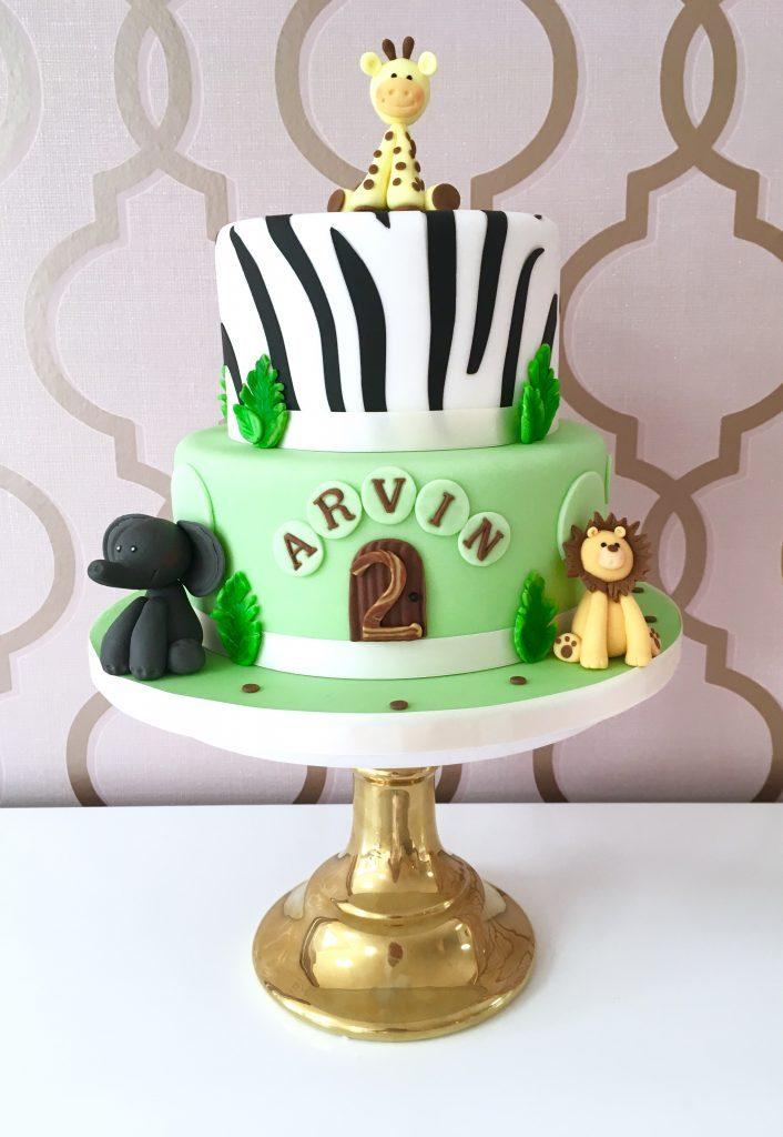 Geburtstagstorte mit handmodellierten Tieren