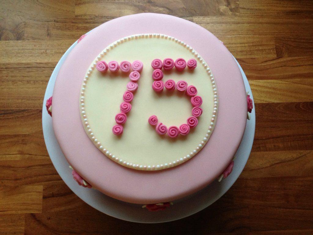 Geburtstagstorte 75 mit Rosen und Zahl